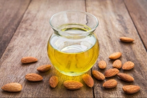 sweet-almond-oil_natural living ideas